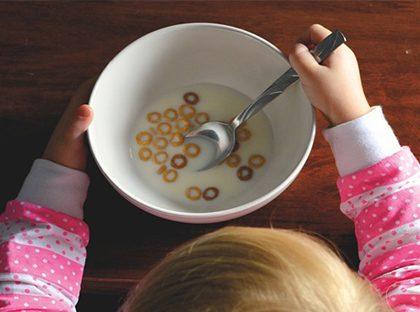La transición a los alimentos sólidos de los bebés