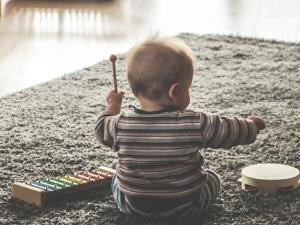 La importancia de enseñar a tu bebé a sentarse