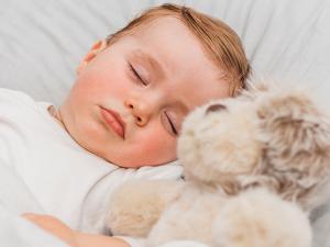 ¿Cuándo es el momento de cambiar a un hijo de la cuna a la cama?